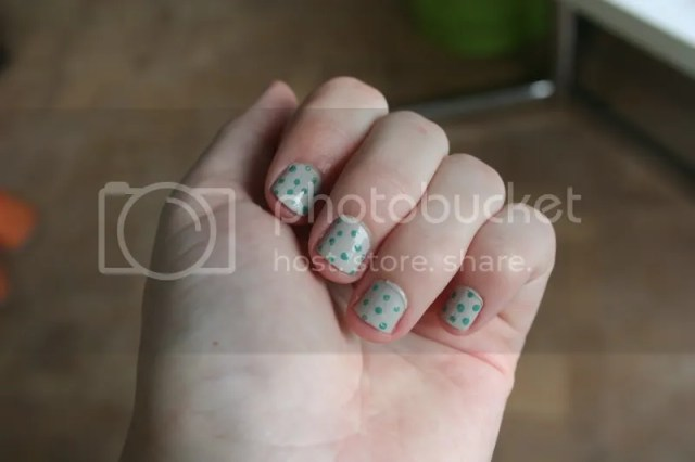Pinspiration - Polka dots + nagels