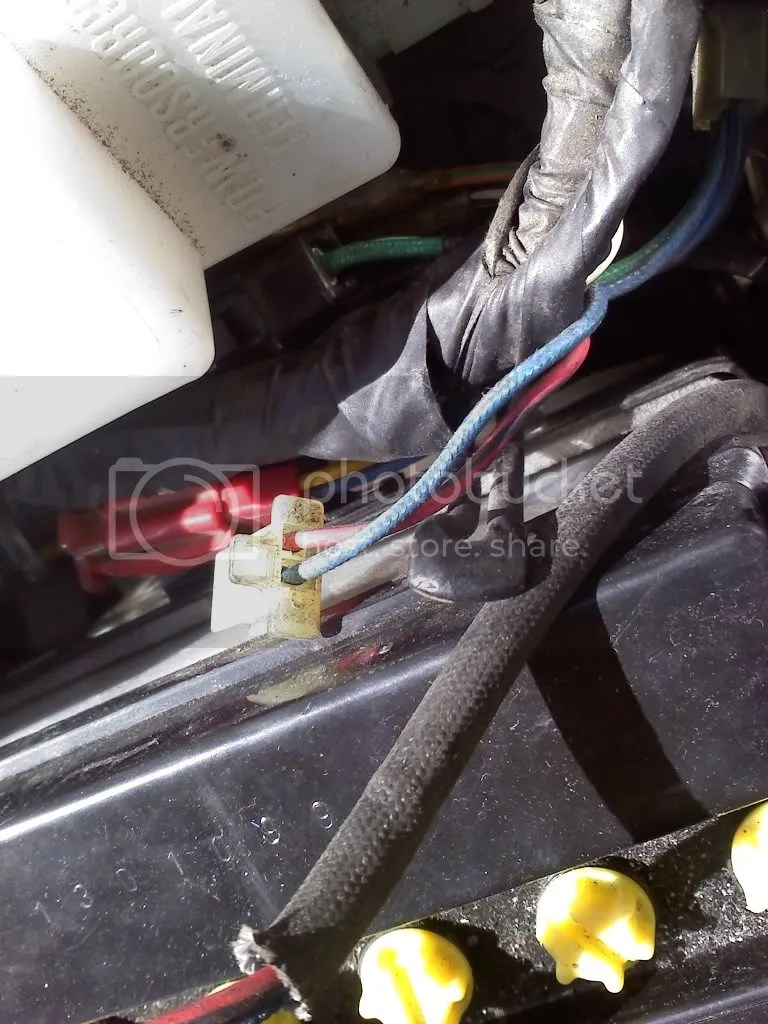 hight resolution of it is very easy to find this wire right behind the battery is the clip where the wire goes into the main bike harness unplug the red wire with black