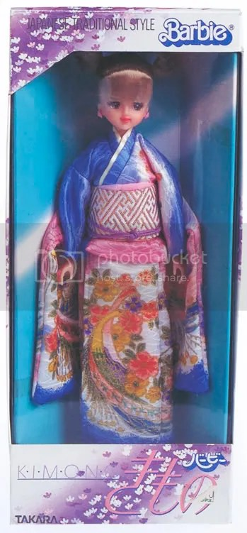 Must have for collectors: Kimono Barbie from Takara (made in early eighties). A lot of versions of box and outfit color were available- I have seen blue, yellow, pink versions. I have seen also a lot of shades of blond used for this doll: from platinum to dark blond hair. Takara Barbie Kimono występowała w bardzo wielu wersjach kolorystycznych- ubranko, pudełko i kolor włosów były zmienne. jest bardzo droga, poniej 150$ pojawia się rzadko w stanie idealnym.