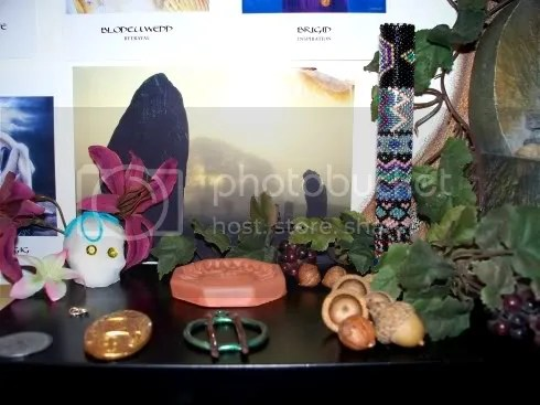 shrine_shelf_ancestors.jpg Shelf_ancestors picture by dreigiau3