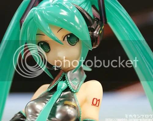 1/7 Scale Hatsune Miku Figure - 2