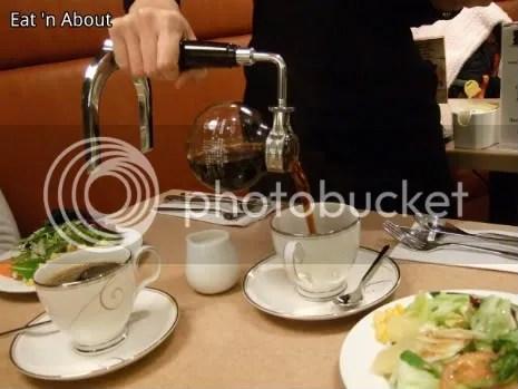 Aoyama Cafe: Siphoned Sumiyaki Coffee