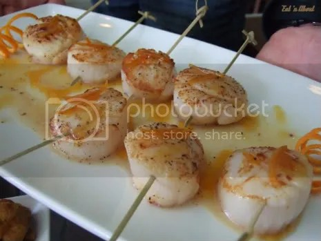 Laziza Modern Mediterranean: Scallops with orange reduction