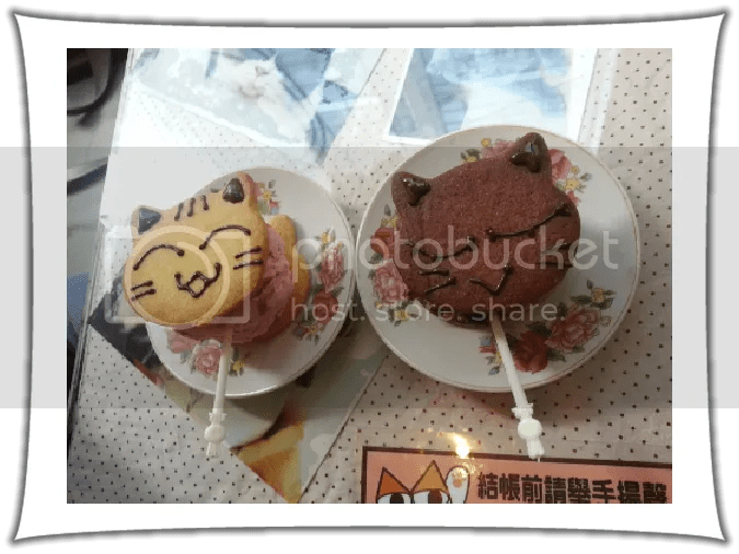 Ice cream sandwiches at Ah Meow Choco Cat Cafe