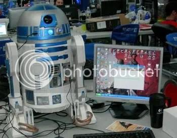 Tenha o seu próprio R2-D2! E a câmera dele funciona de verdade.