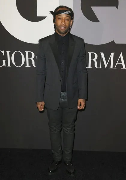 photo GQCelebratesGrammysGiorgioArmaniArrivalsER21CIjRW1xl.jpg