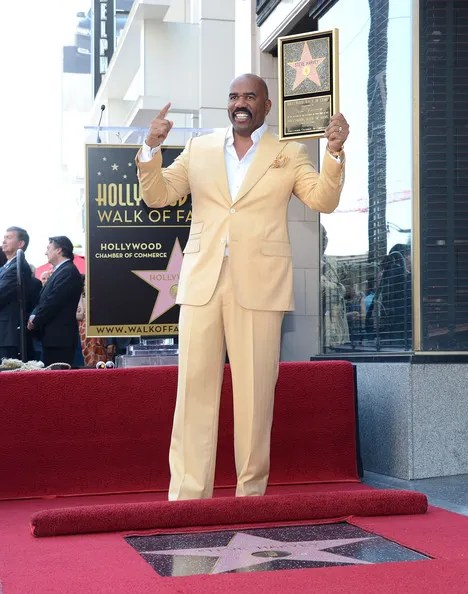 photo SteveHarveyHonoredHollywoodWalkFameMSXvSWqwXFOl.jpg