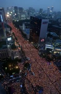 Massive candlelit vigil in City Hall, Seoul