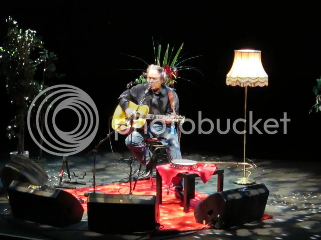 Jon McLean in concert, photo by RennyBA