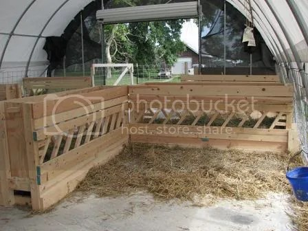 Hay and grain feeder heavy duty construction and in very good