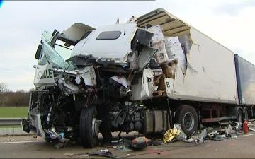 ACCIDENT Papa Disco Autoroute A6 4 Camions Dans Un