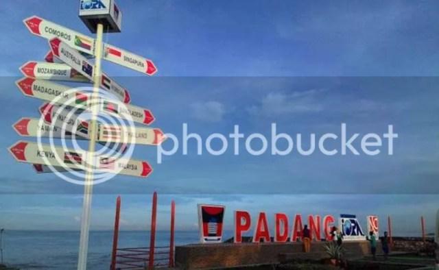 Pantai Padang Sumber Foto : www.google.com