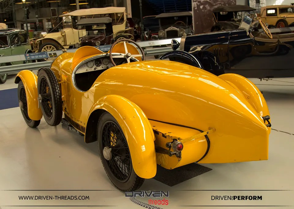 photo BugattiYellow-Autoworld_zpsbd6d841e.jpg