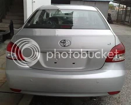 Bahagian belakang kereta Toyota Vios, ruang simpanan 470 liter.