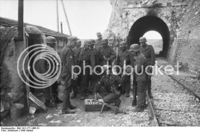 Bundesarchiv Bild 101I 177 1465  1 El racismo nazi. Un asunto espinoso