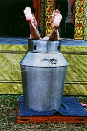 milk can escape photo: milkcan escape Devlin_Milk_can_escape2_glastonbury.jpg