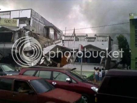 Kerusakan parah dimana-mana akibat gempa di Padang