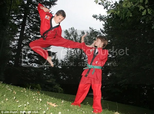 """ keluarga pemain akrobat"""