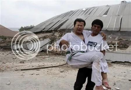 Foto-foto bencana gempa bumi Padang , Sumatera Barat