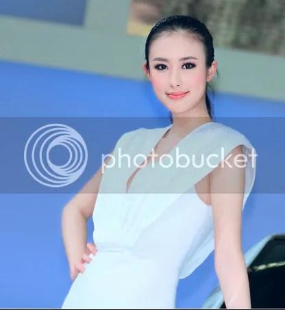 Zhai Ling atau lebih dikenal dengan panggilan Shoushou seorang supermodel di Cina yang harus menanggung malu karena video hot seks dengan mantan kekasihnya tersebar di Facebook