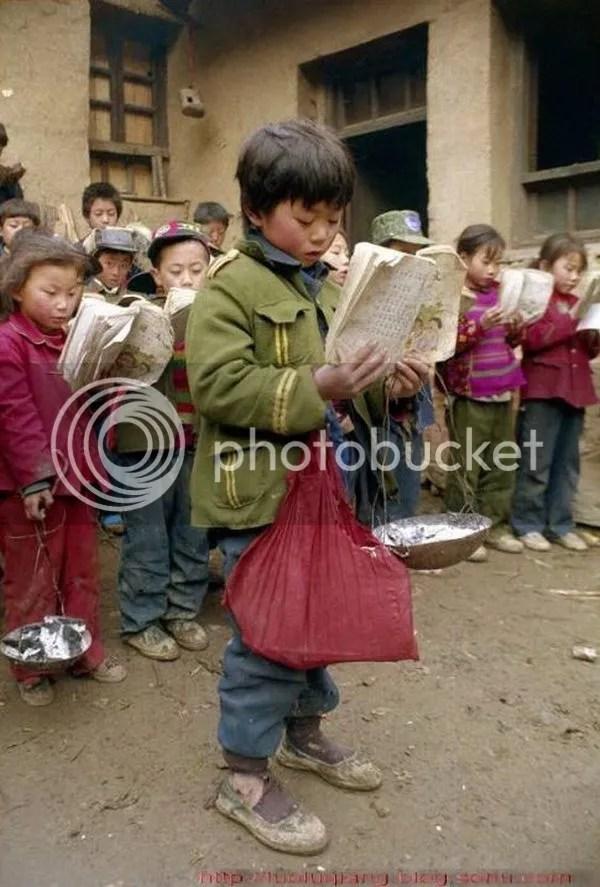 Kerasnya hidup tidak menghalangi kegigihan mereka untuk harus tetap menuntut ilmu