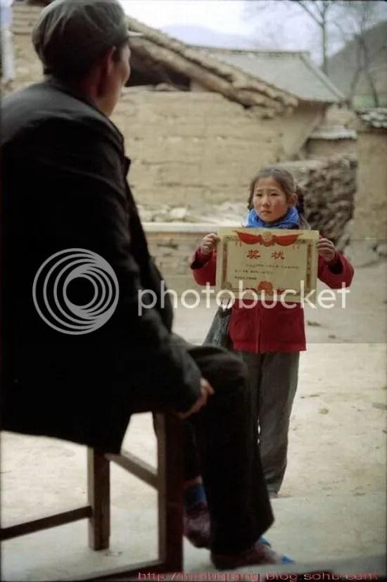 Akhirnya dengan kegigihan anak inipun memperoleh ijasah kelulusan