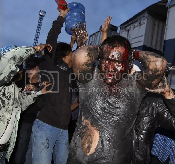 Foto-foto tragedi berdarah Priok , mempertahankan makam mbah priok berujung maut