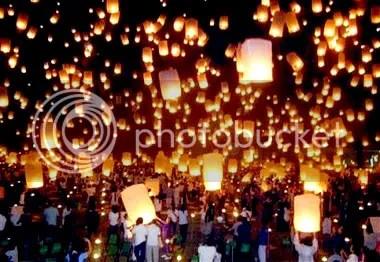 loykhrathong7.jpg Loy Yi Peng in Loy Krathong festival..Northern image by Moonlight_028
