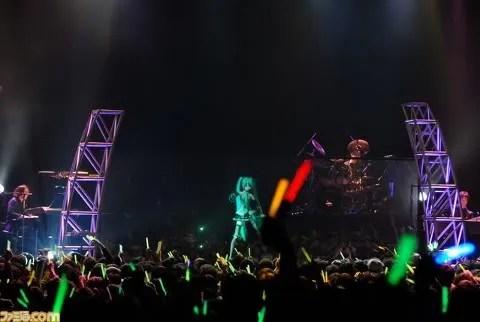 Miku tampil di panggung saat konser