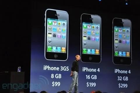Steve Jobs mengumumkan iPhone 4 pada WWDC 2010
