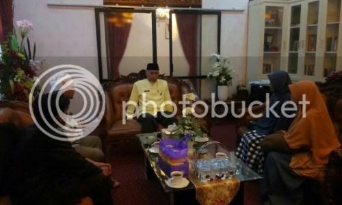 Berdiskusi di kediaman Walikota Padang, Buya Mahyeldi Ansharullah.