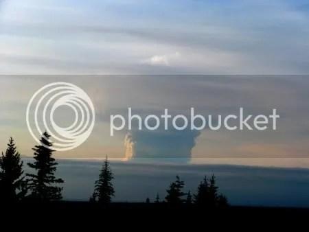 Redoubt 27 March 2009 eruption cloud (photographer Dennis Anderson)