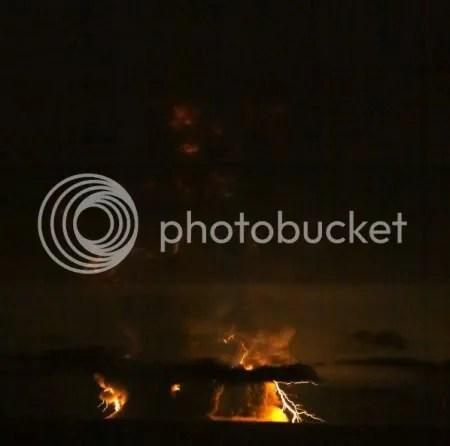 Lightning in Redoubt's 27 March 2009, 23:20, eruption plume (photographer Bretwood Higman)