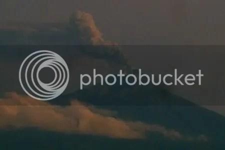 Nevado del Huila, 27 October 2009 (INGEOMINAS webcam image, detail)