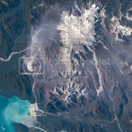 Chaiten and Minchinmavida volcanoes, 24 February 2009 (ISS astronaut photograph).
