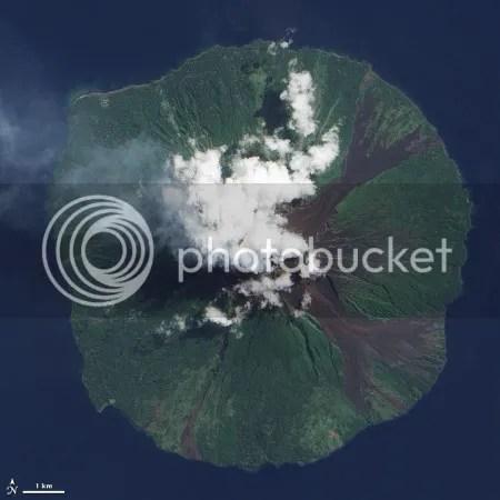 Manam volcano, Papua New Guinea, 28 June 2009 (NASA EO-1 image)