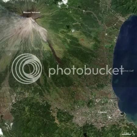 Mayon volcano, 15 December 2009 (NASA EO-1 image)