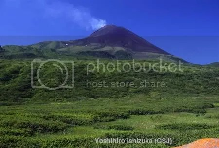 Sarychev Peak volcanic cone, looking south (copyrighted photo by Yoshihiro Ishizuka, Geol Surv Japan, AIST)