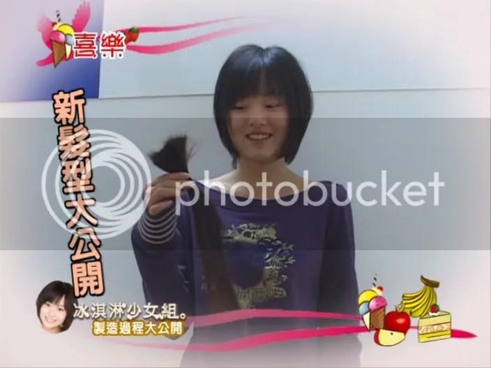 Shen Shen holding her hair :(