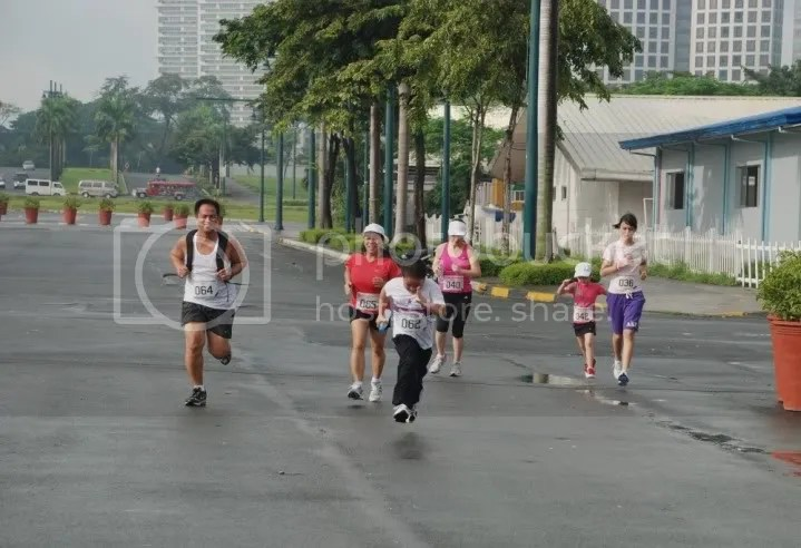 Bea, Mikka and I sprinting to the finish line with BroJ & family