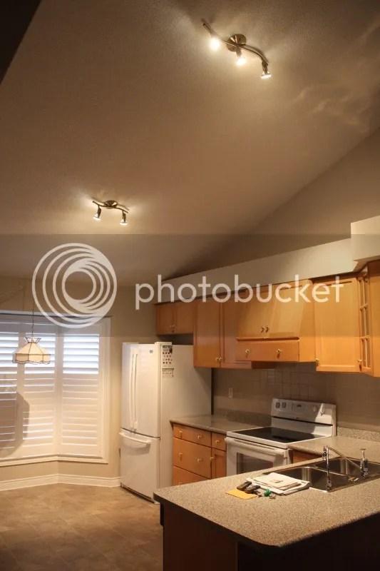 hanging kitchen light hot water for sink 我爱我家 房崇 厨房顶灯高高挂 由房崇发表 文学城 我觉得这两组射灯居高临下 投影不均匀 令人感觉不舒服 而且还有高人指出过光效损失的问题 因为灯的照明度随着其距离的增加 是呈平方递减的