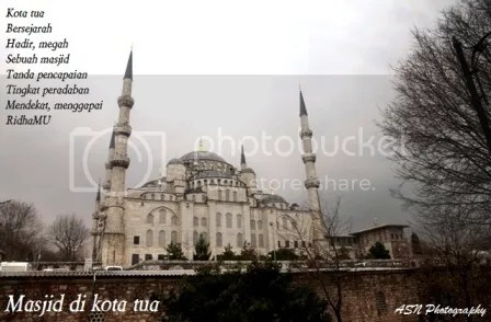 Masjid Sultan Ahmet (Blue Mosque), Foto ini kuambil di Istanbul, Turkey, tanggal 15 Februari 2012, pukul 14.02 waktu setempat.