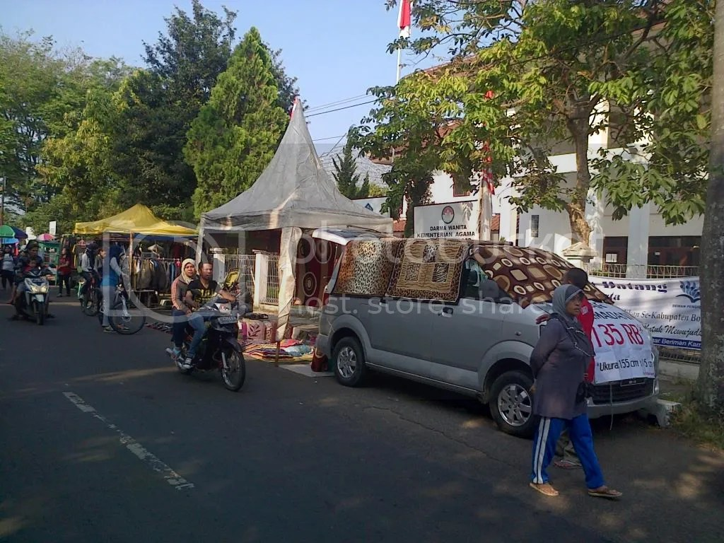 Pasar Kaget Pemda Cibinong.
