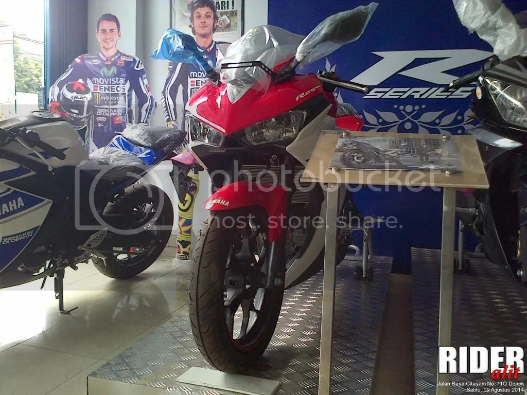 Yamaha R25 Supernova Red