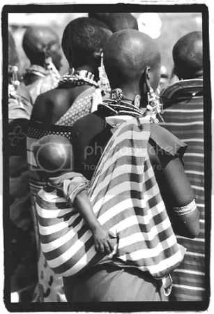 Maasai women and children, Kenya. Image: Kelly Lynn, 2006