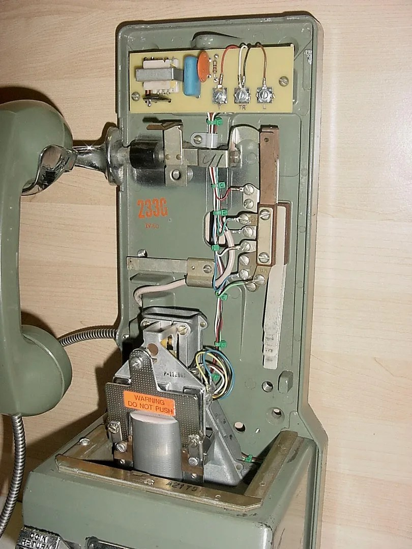 Internal Wiring Of The Telephone Handset