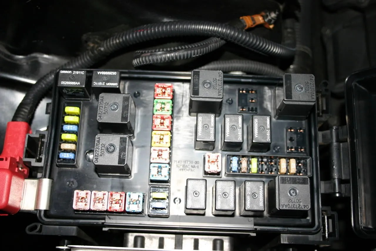 hight resolution of picture of front fuse box with lid opened chrysler 300c forumpicture of front fuse box with