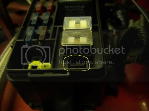 small resolution of next to the glo fuse there s a tab that needs pressing with a screwdriver to release the two fuses they re housed in a seperate holder