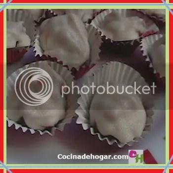 chocolates rellenos de crema de cacahuate-maní