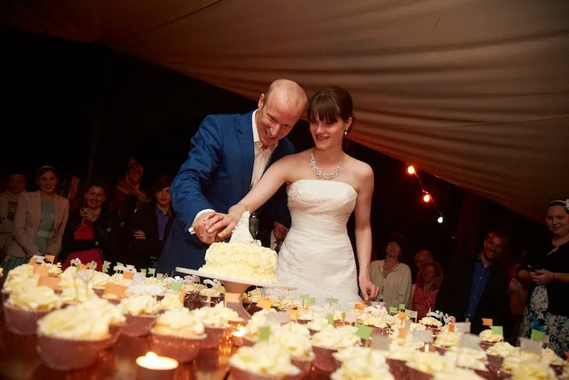 cutting the wedding cake - cupcakes